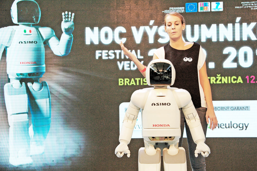 S robotom Asimom. Foto - Archív M. V.