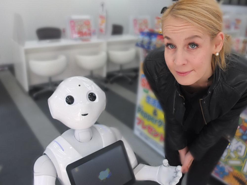 S robotom Pepper. Foto - Archív M. V.