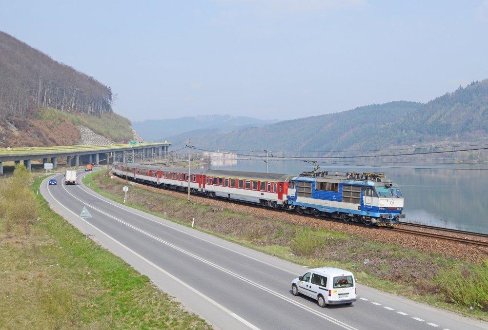 zssk_intercity_zilinaVlak InterCity ZSSK v smere do Žiliny. Foto - zelpage.cz