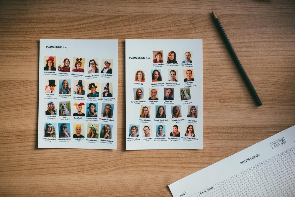 Rodiny dostávajú fotografie pracovníkov s ich menami, aby vedeli, kto k ním prišiel. Foto: Jakub Čaprnka