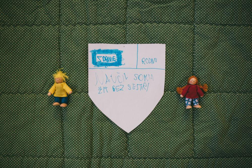 Prechodné zdroje ako kresba umožňujú deťom hovoriť nepriamo. Môžu cez ne komunikovať svoje pocity. Foto: Jakub Čaprnka