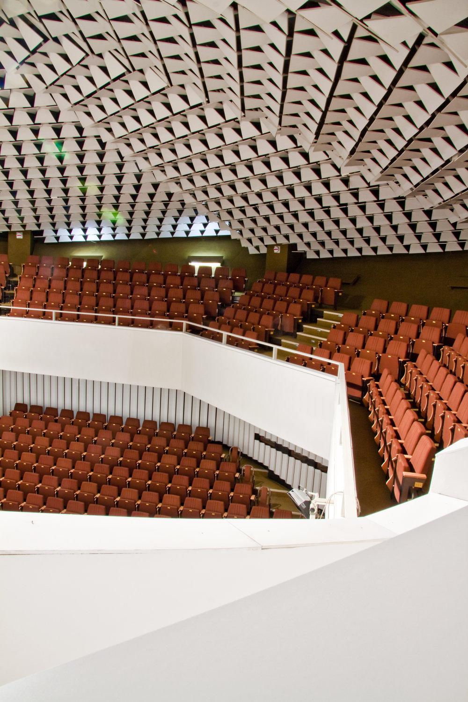 Aula Technickej univerzity vo Zvolene. Foto - Peter Kuzmin.