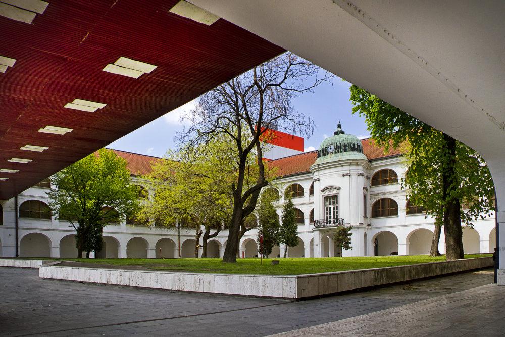 Dostavba a rekonštrukcia Slovenskej národnej galérie v Bratislave, 1964 – 1978. Foto - Peter Kuzmin