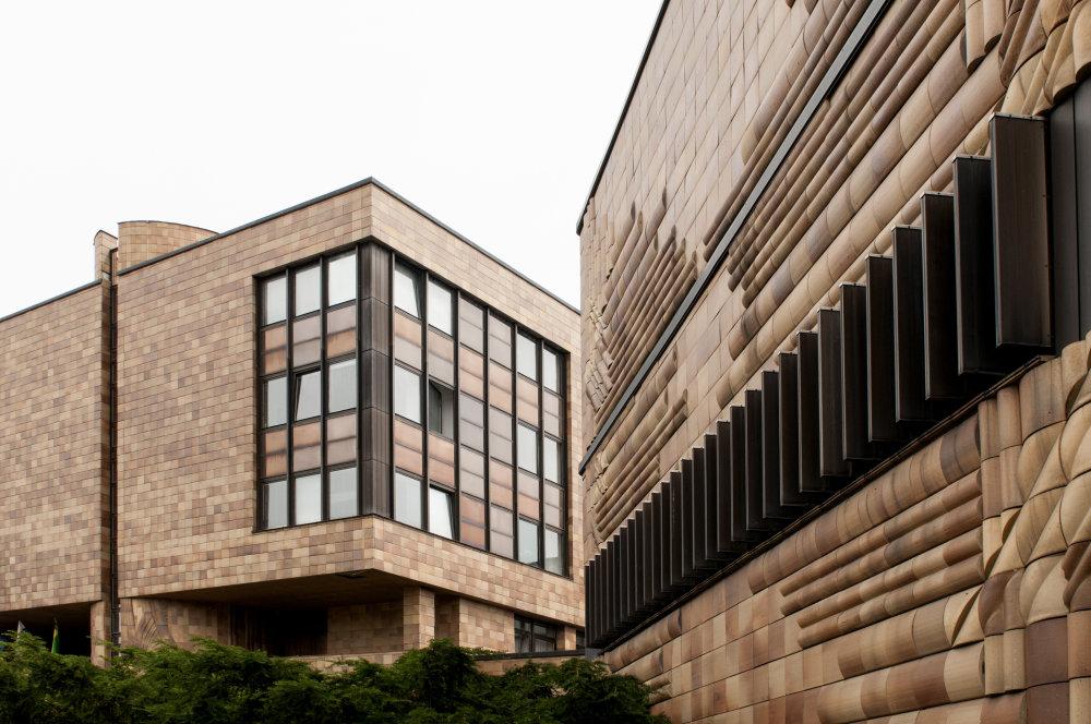 Administratívna budova (pôvodne OV KSS, dnes Mestský úrad), Viera Mecková, Žilina, 1988. Foto: Olja Triaška Stefanovič