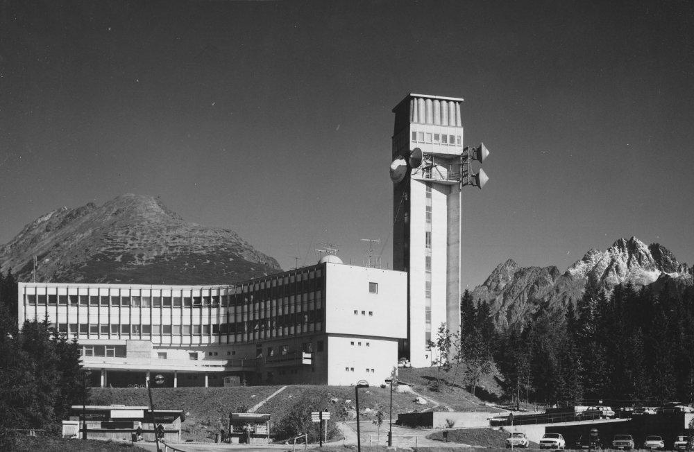 Budova spojov, Štrbské Pleso, Oľga Ondreičková, 1970. Foto: Rajmund Müller