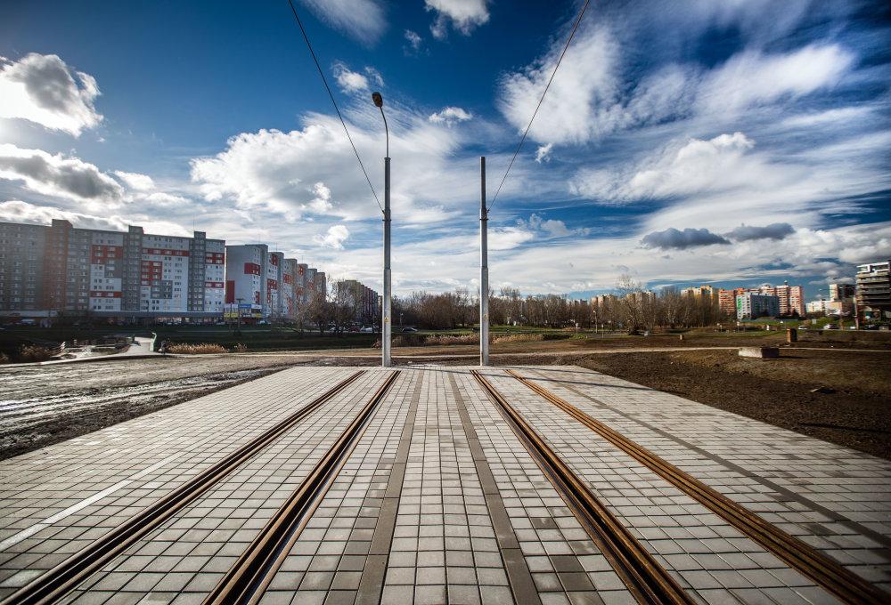 """Prvá etapa dnes končí blízko Námestia hraničiarov. Pôvodne sa v týchto miestach plánovalo obratisko pre električky. Potom, ako sa Bratislava rozhodlakúpiť obojsmerné súpravy ForCity sa usúdilo, že bude stačiť, ak sa koľaje jednoducho """"useknú"""".Foto N - Tomáš Benedikovič"""