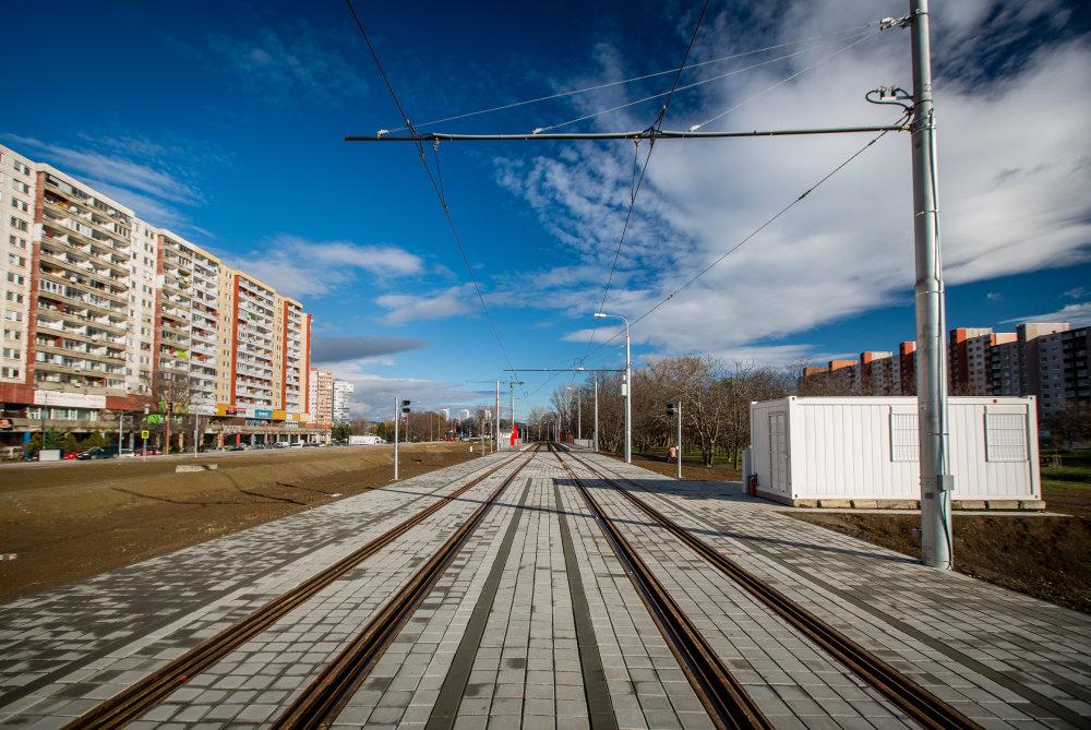 Pre porovnanie: Praha od roku 2004 predĺžila svojemetro o jedenásť kilometrov a vybudovalaosem nových staníc. Foto N - Tomáš Benedikovič
