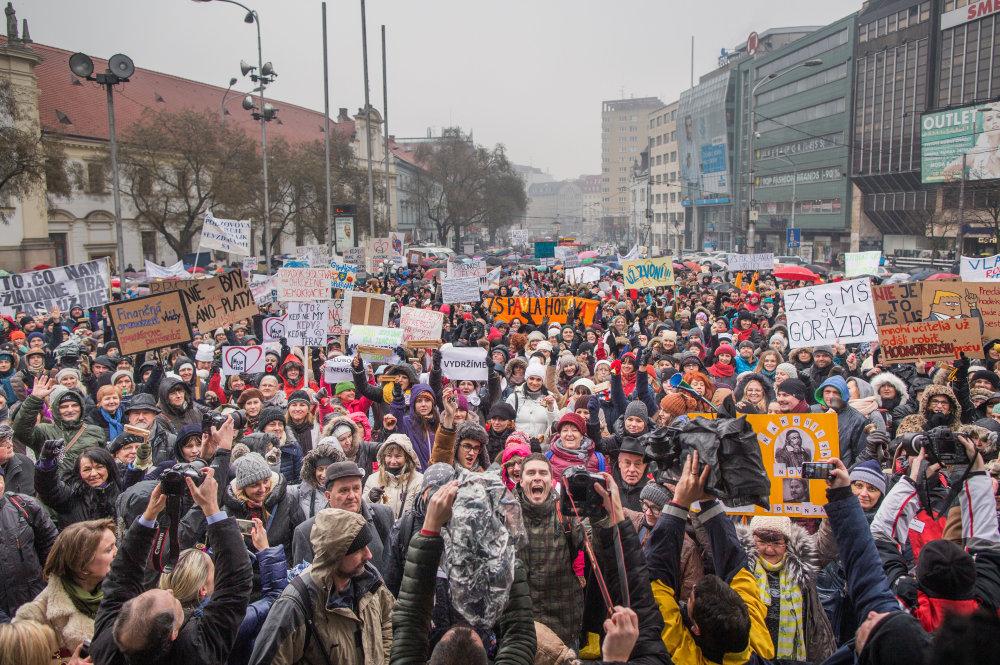 Bratislavské Námestie SNP sa zaplnilo. Foto N - Tomáš Benedikovič