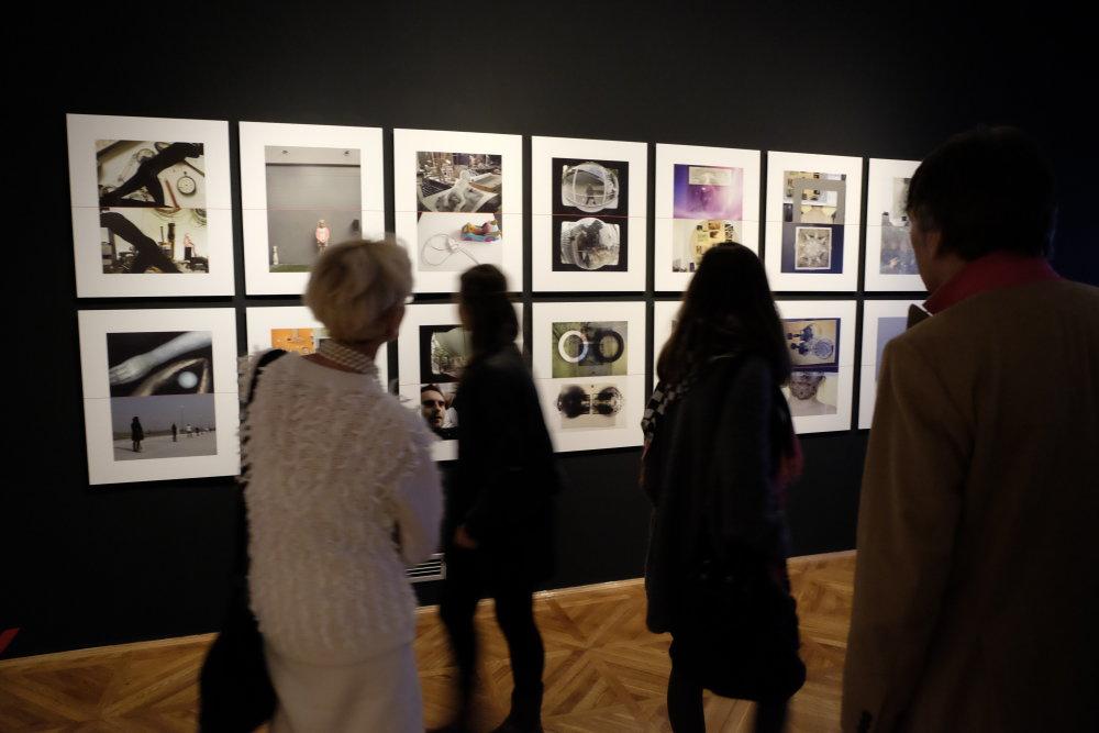 Výstava MILOTA sa v Galerii hlavního města Prahy končí v nedeľu 17. januára komentovanou prehliadkou v prítomnosti Miloty Havránkovej, kurátorky Nadie Rovderovej a spoluautorky koncepcie výstavy Anny Varteckej. Foto - GHMP