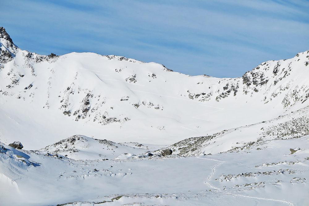 Aj mierne lavínové nebezpečenstvo môže byť smrteľné. Foto N – Laco Kerekeš