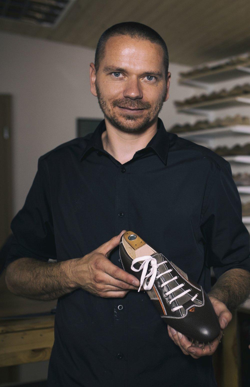 Výrobca ručne šitej obuvi Marek Pažitný. Foto - archív M. P.
