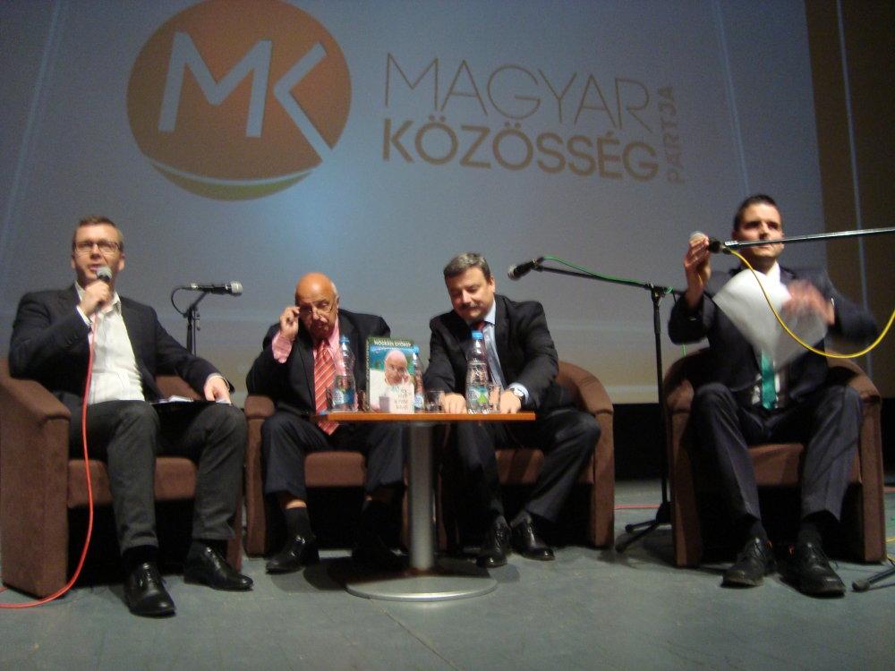 Berényi sedí vľavo, vedľa neho expert György Nógrádi. foto N - Peter Morvay