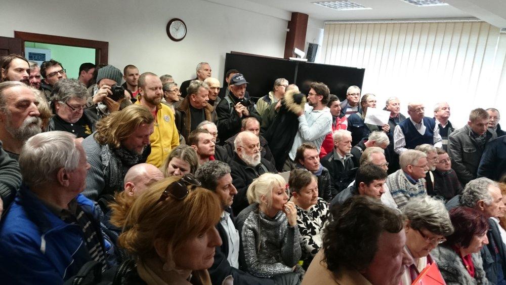 Preplnená sieň súdu vo Svidníku. foto N – Laco Kerekeš