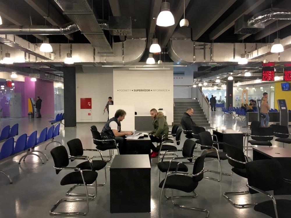 Interiér Klientskeho centra. Foto - Barbora Šajgalíková