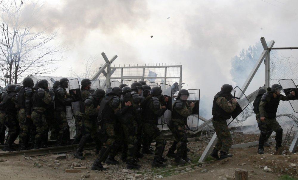 Polícia odpovedala slzným plynom. Foto - tasr/ap