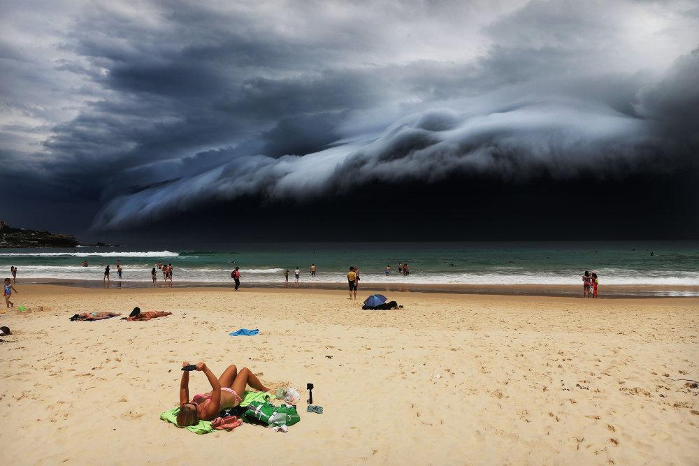 Príroda, prvá cena: Búrka nad Bondi Beach. Foto – Rohan Kelly