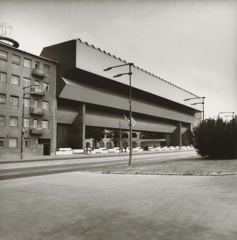 Modernistický novotvar Premostenia galérie mnohí na nábreží dodnes nestrávili. Aj tento názor ukážu architekti na benátskom bienále. Foto - SNG