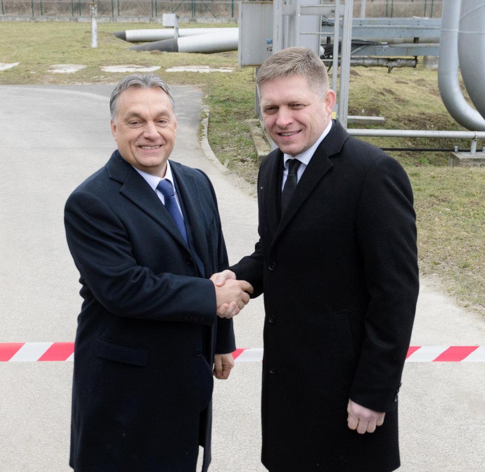 Skupina MOL a spoloènos Transpetrol ukonèili rekonštrukciu ropovodu Adria/Barátság I. Poèas nej zmodernizovali ropovod medzi mestami Százhalombatta v Maïarsku a Šahy na Slovensku. Zrekonštruovaný ropovod v priestoroch preèerpávacej stanice Transpetrolu v Tupej otvorili predseda vlády SR Robert Fico (na snímke vpravo) a predseda vlády Maïarska Viktor Orbán (v¾avo). Tupá, 9. februára 2015. FOTO TASR - Henrich Mišoviè