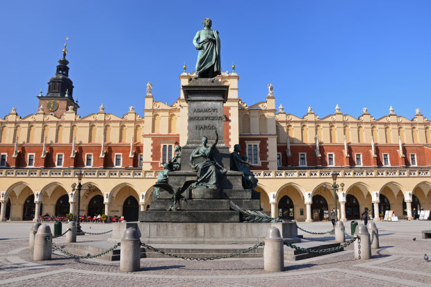 Adam Mickiewicz na námestí v Krakove. (Zdroj: www.comenius.chrzanow.pl)