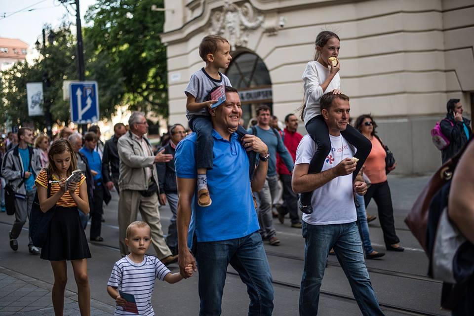 Kamaráti aj s deťmi - Lipšic a Matovič na Pochode zaživot. foto - Facebook Igora Matoviča