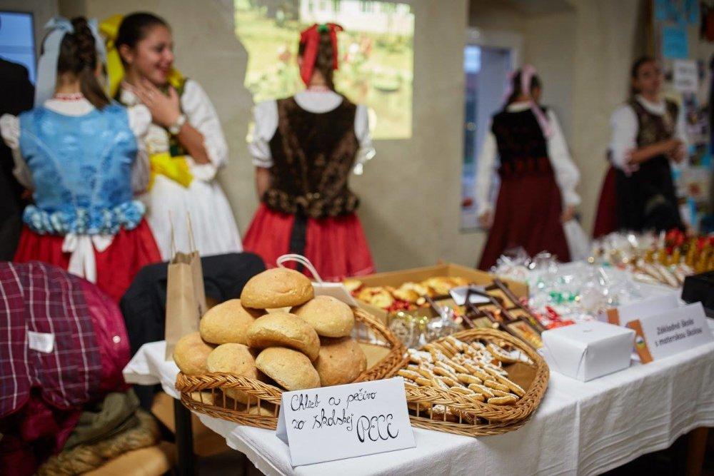 Výrobky zo školskej pece. foto - archív základnej školy v Spišskom Hrhove