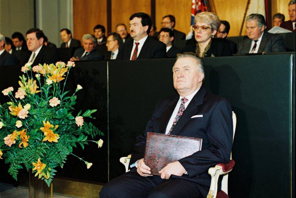 Poslanc ipráve zvolili Michala Kováča za prezidenta. Stalo sa to 15. februára 1993. foto - TASR