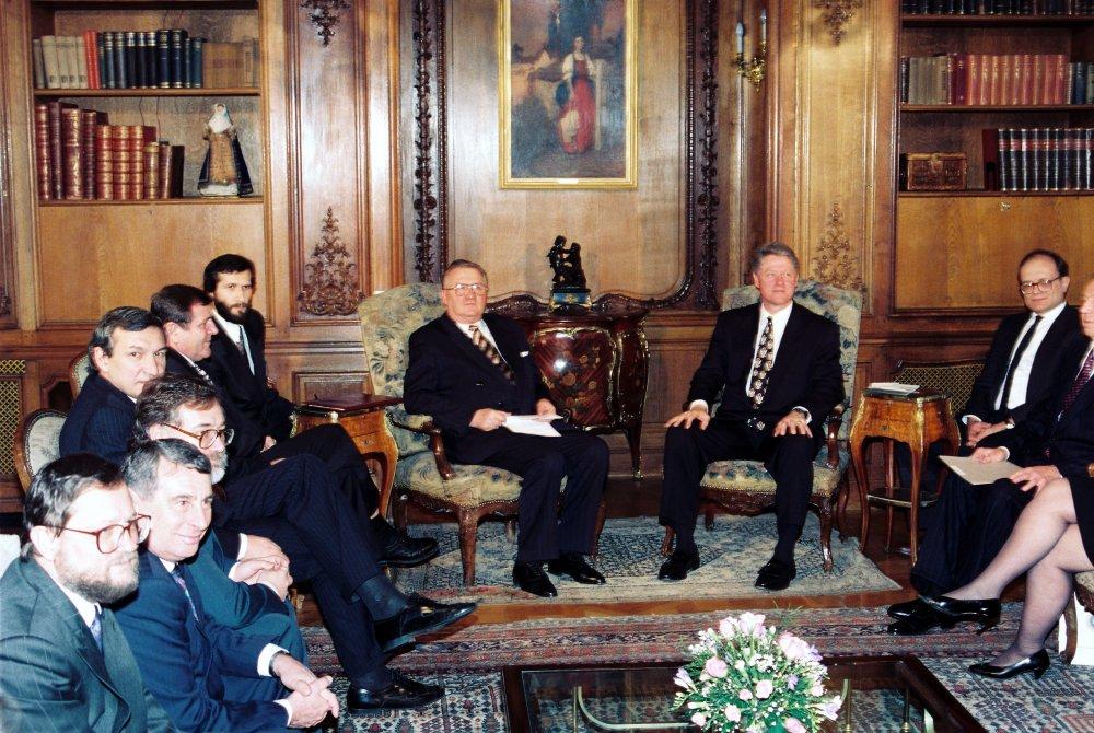 V Prahe sa v januári 1994 uskutočnil summit najvyšššších predstaviteľov krajín Višegrádskej šštvorky s americkým prezidentom Billom Clintonom. foto - TASR