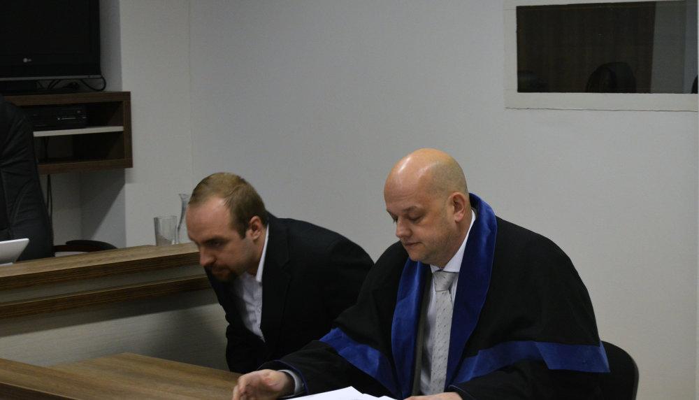 Medvecký, vľavo na súde. Foto N –- Daniel Vražda