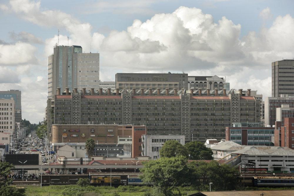 Eastgate Centre v Zimbabwe využíva tepelnú reguláciu podľa vzoru termitiska. Foto - Wikimedia/cc