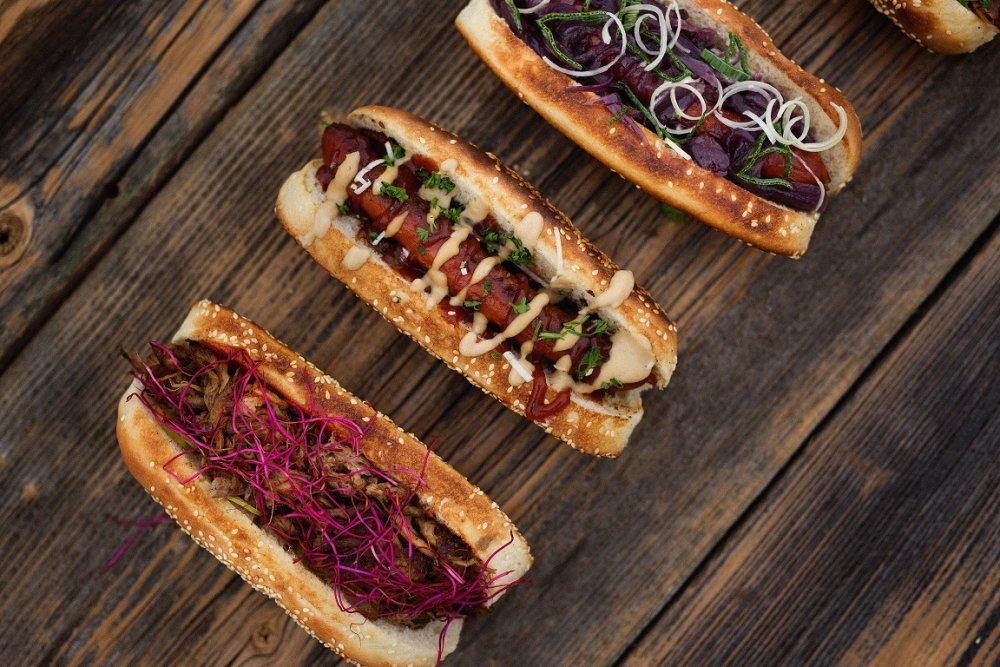 Pulled pork a hot-dogy z NYC Corner. Foto – Kristiana Vavreková
