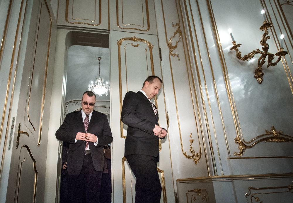 Boris Kollár prišiel aj s Milanom Krajniakom, ten sa však na stretnutie s prezidentom nedostal. foto N - Tomáš Benedikovič