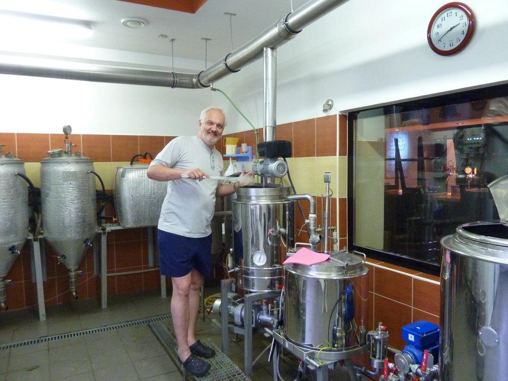 1. Varenie piva WBMRIS v minipivovare Buntavar vo Svite vjúli 2012 (ešte na pôvodnej technológii).