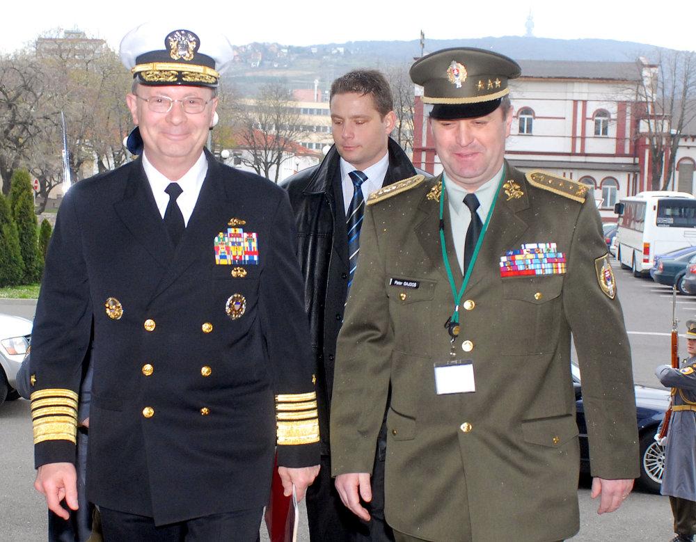 Peter Gajdoš a americký admirál Edmund P. Giambastiani v roku 2007. foto - archív TASR