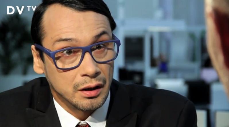 Jednu z najznámejších paródií Ovčáčka predviedol herec Pavel Liška v internetovom seriáli Kancelář Blaník.