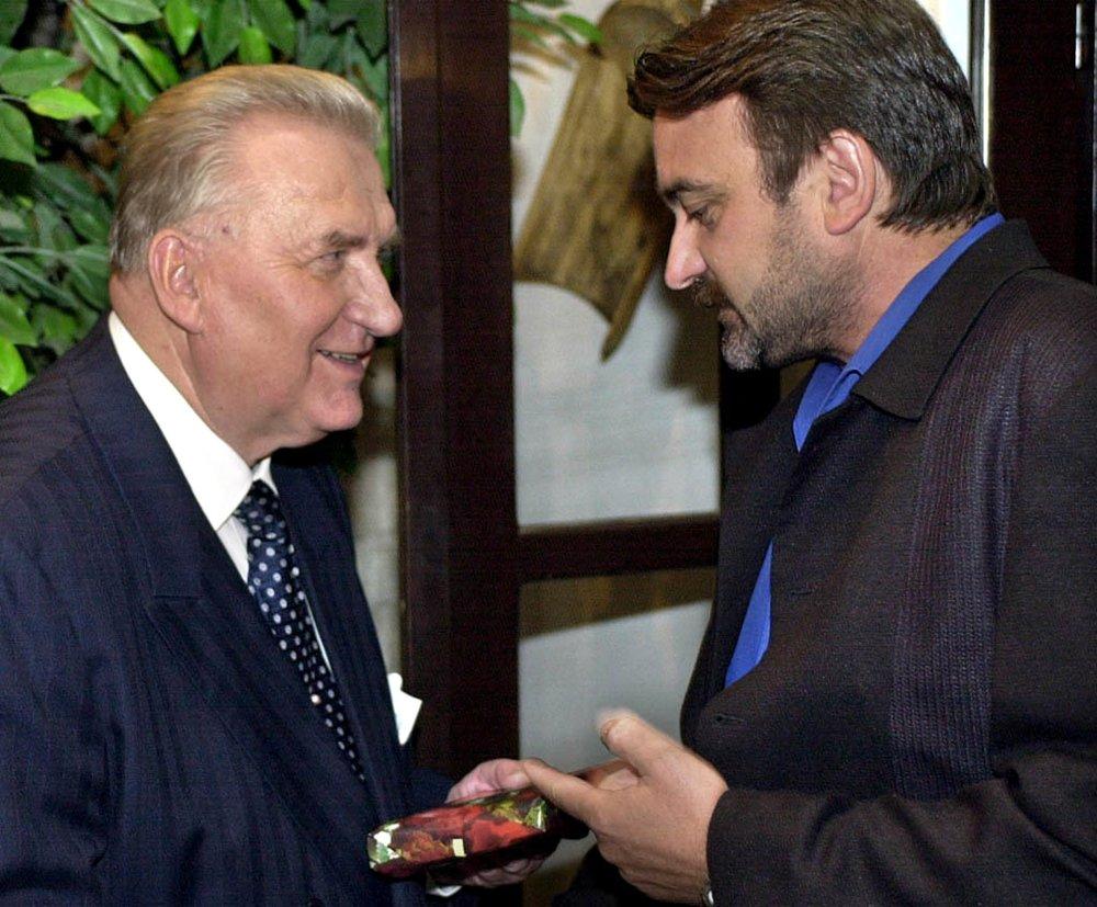 S humoristom Stano Radičom na oslave sedemdesiatin Michala Kováča v. auguste 2000. foto - TASR