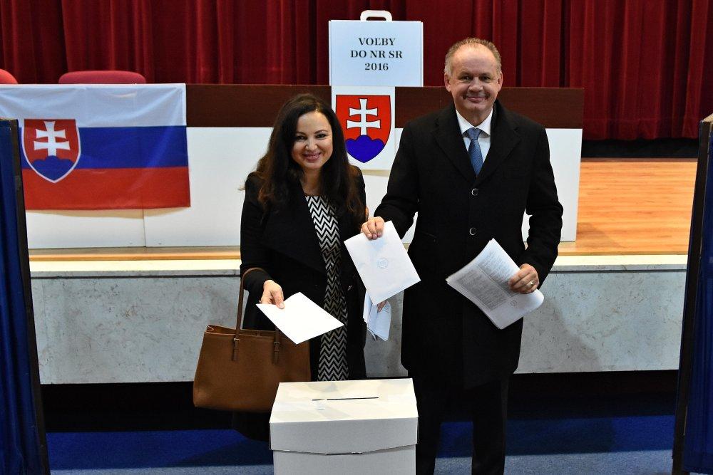 Prezident Andrej Kiska s manželkou pri marcových voľbách. Foto – TASR