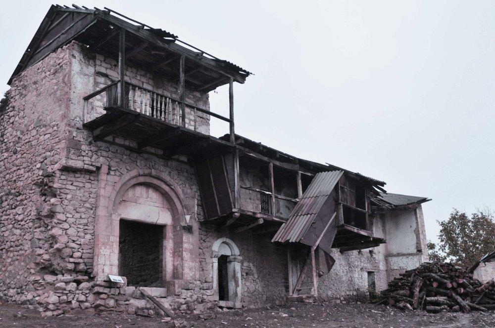 Historická architektúra v dedine Togh v južnej časti Karabachu. Dom Melikha. Prežil hrôzy 19. a 20. storočia. Melikh - arménsky názov šľachtického rodu z oblasti Karabachu z dôb Perzie. FOTO - MICHAL POLJAK