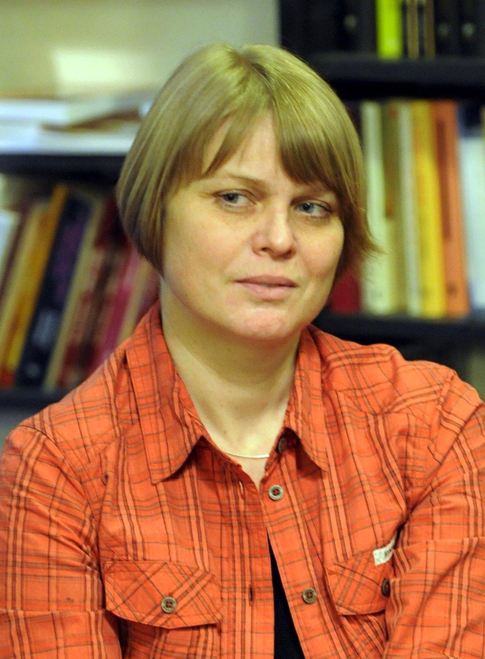 V Bratislave sa 14. marca 2009 uskutoènil celodenný kultúrny protest proti propagácii totality a fašizmu. Slovensko si dnes pripomína 70. výroèie vzniku prvej Slovenskej republiky.Na snímke diskusné stretnutie v bratislavskom kníhkupectve Artfórum na Kozej ulici. Na snímke etnologièka Monika Vrzgulová. FOTO TASR - Štefan Puškᚠ*** Local Caption *** odvrátená tvár 14. marec 1939