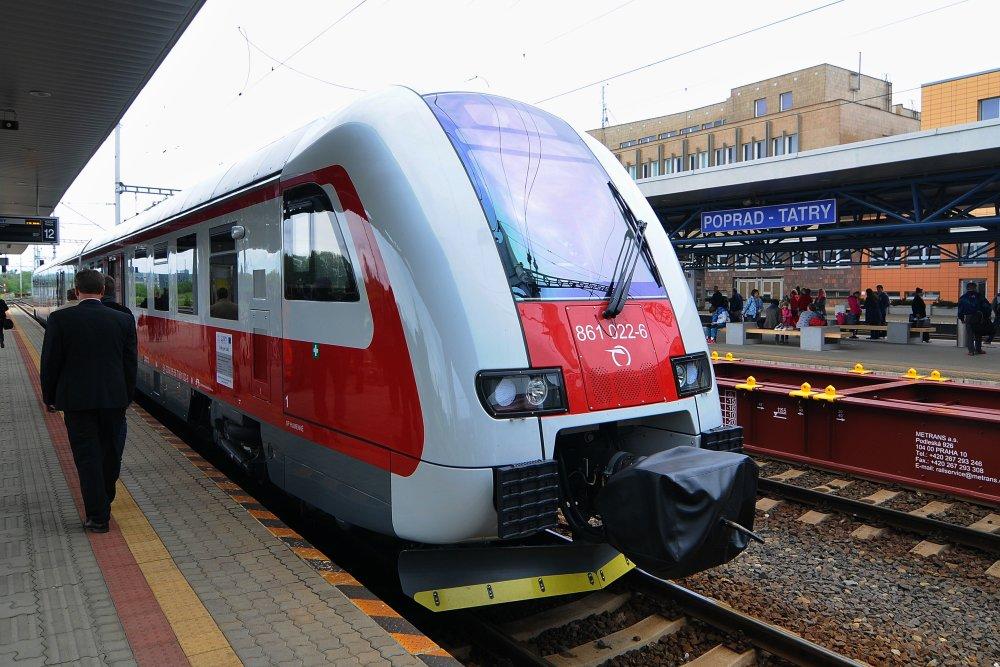 ZSSK doteraz vďaka eurofondom získala desiatky nových súprav určených na regionálne trate. Foto - TASR
