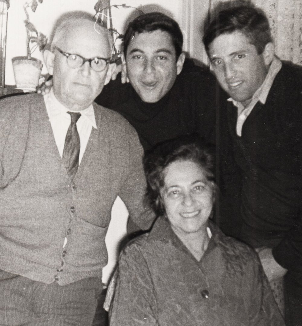 S rodičmi v 50. rokoch. Foto – Post Bellum