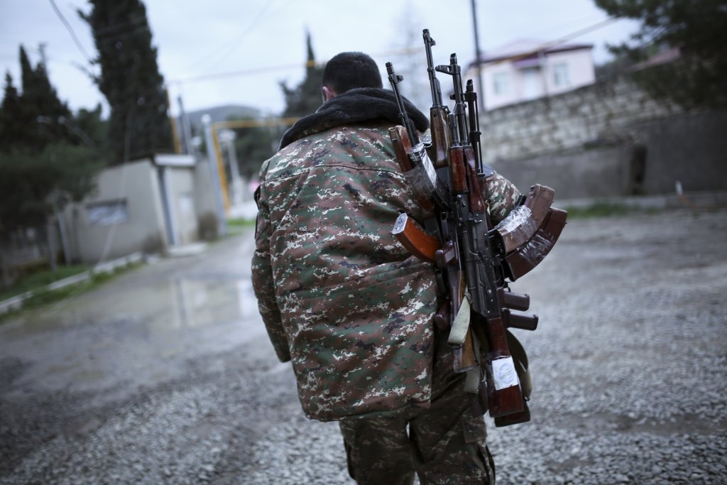 Arménsky ozbrojený bojovník. FOTO - TASR/AAP