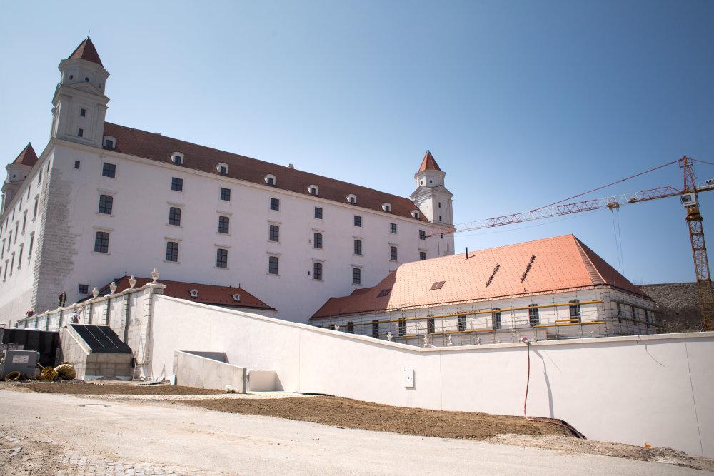 Baroková záhrada na Bratislavskom hrade je za múrom. Foto N – Vladimír Šimíček