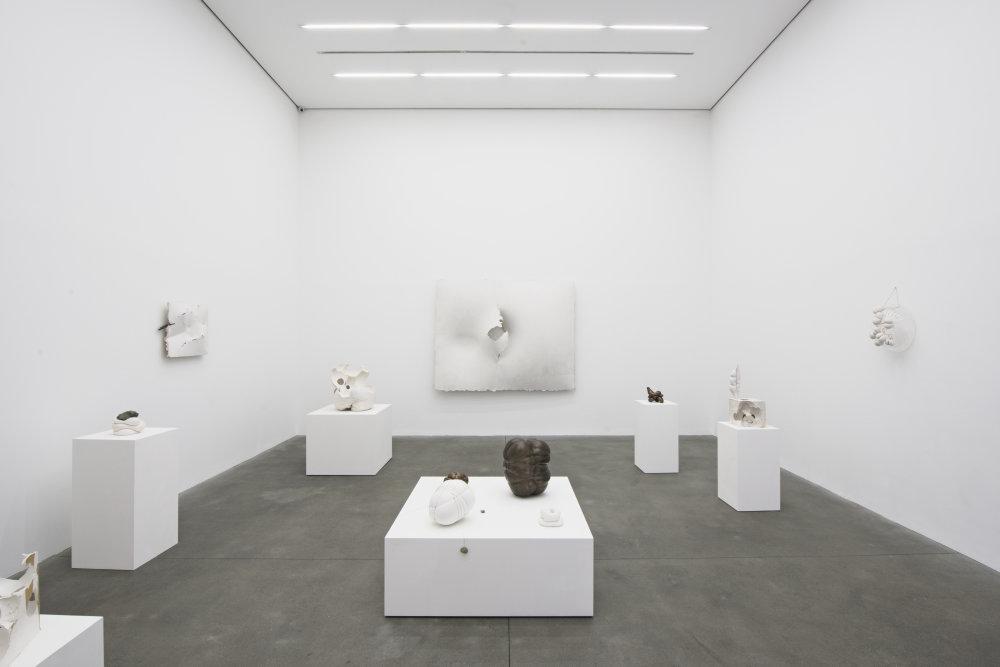 Výstava Marie Bartuszovej v londýnskej Alison Jacques Gallery. Foto - Michael Brzezinski