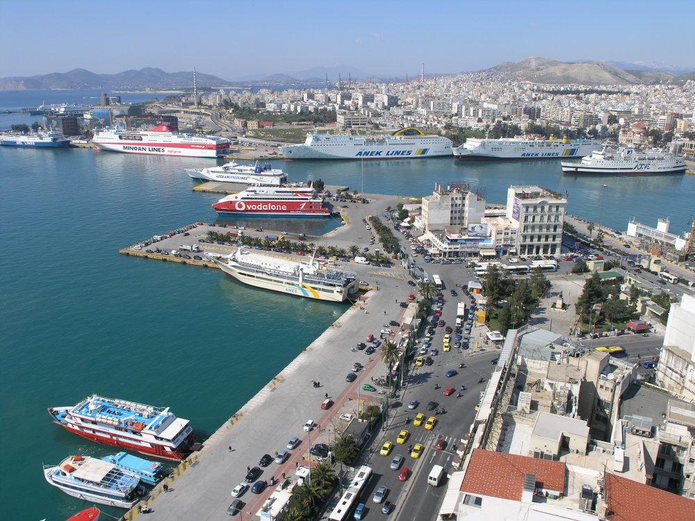 Cez prístav Pireus prejde ročne 18 miliónov cestujúcich. Foto – Wikimedia/Nikolaos Diakidis