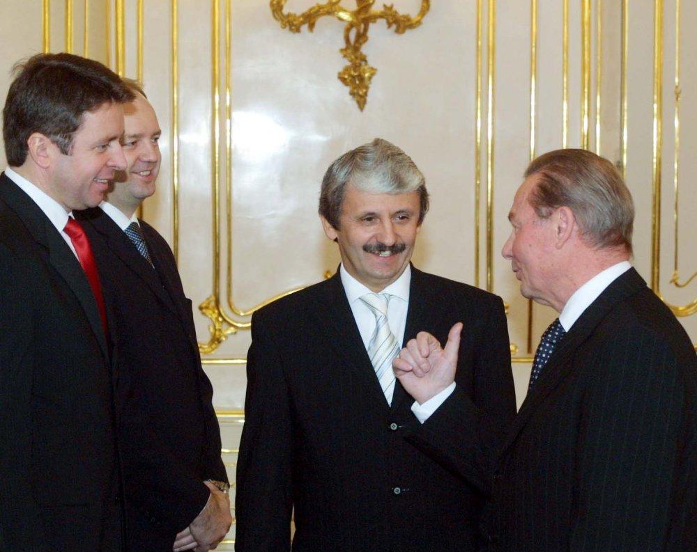 Novoročné stretnutie prezidenta Schustera s vládou Mikuláša Dzurindu v roku 2004. foto - TASR