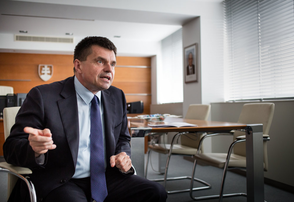 Minister školstva Peter Plavčan sedel na viacerých stoličkách. Bol ministrom školstva aj členom vedeckej rady dubnickej školy. Foto N - Tomáš Benedikovič