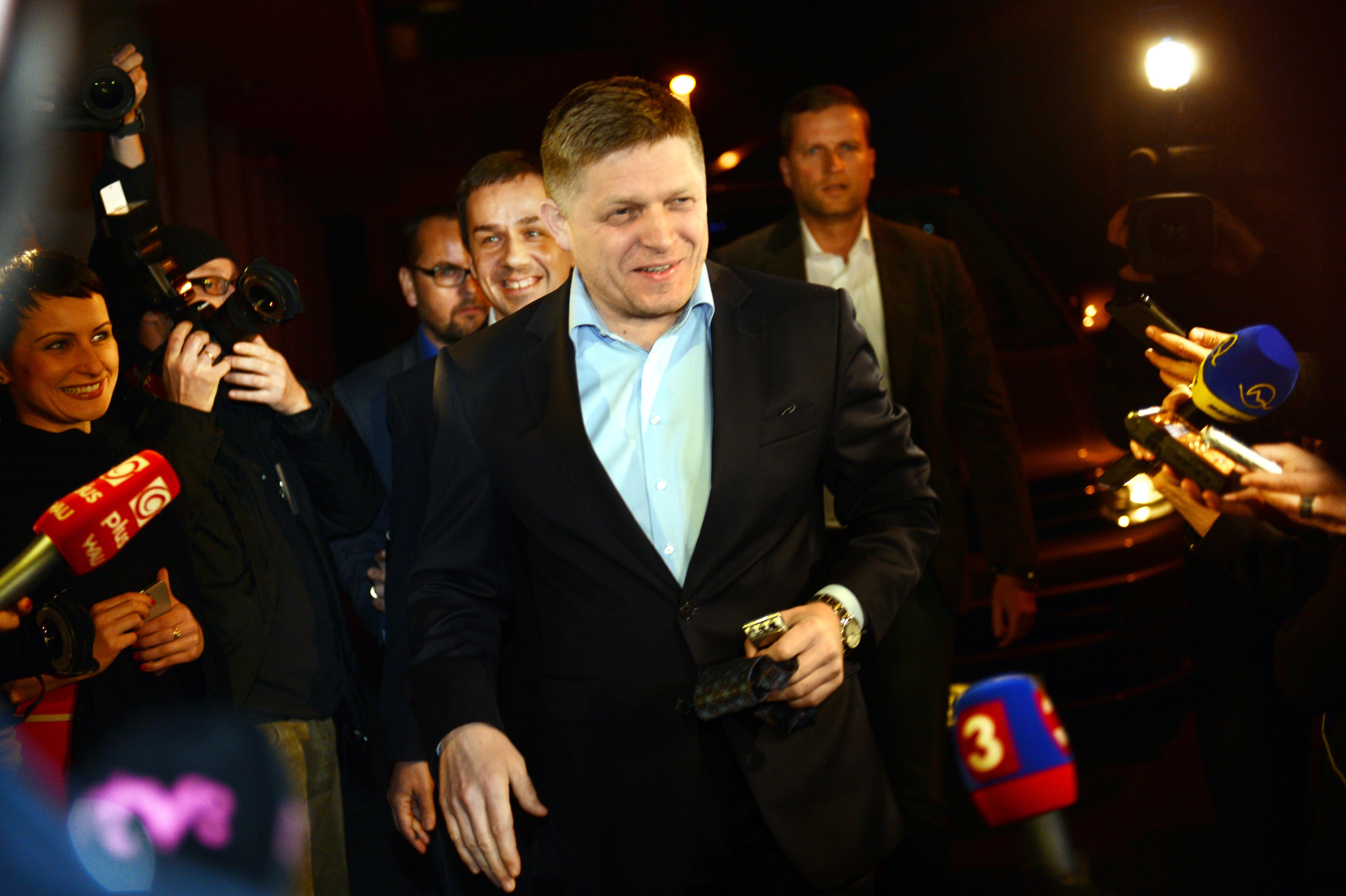 Na snímke kandidát na prezidenta SR Robert Fico prichádza do svojej volebnej centrály poèas volebnej noci po druhom kole vo¾by prezidenta SR 29. marca 2014 v Bratislave. FOTO TASR - Štefan Puškáš