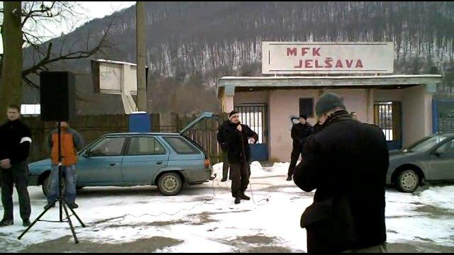 A nielen v Rudňanoch. Kotleba bol všade tam, kde nie je nikto iný. (Jelšava 2010, screenshot z videa)