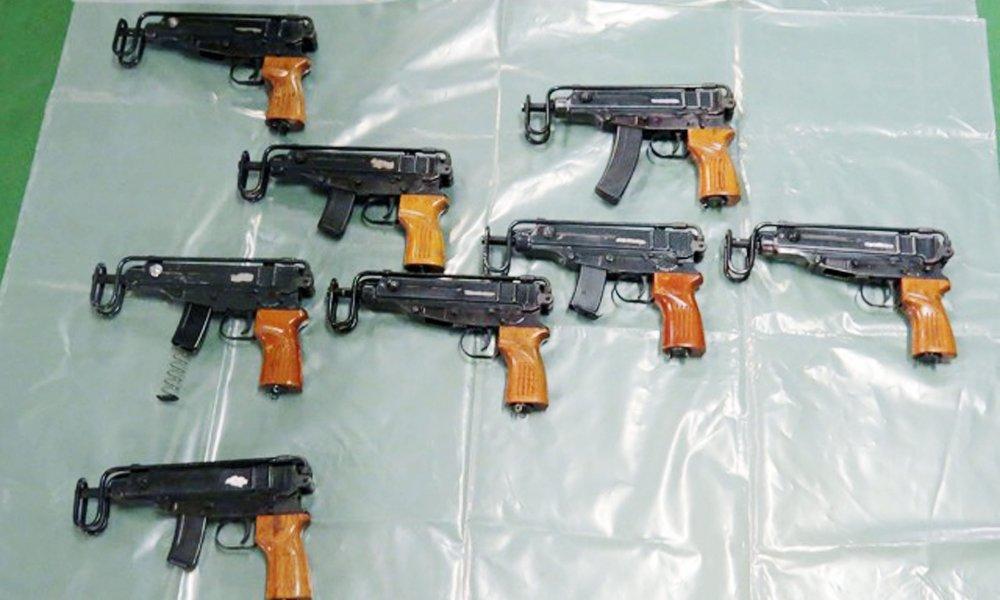 Pôvodne expanzné zbrane zadržané Britmi. Foto - National Crime Agency