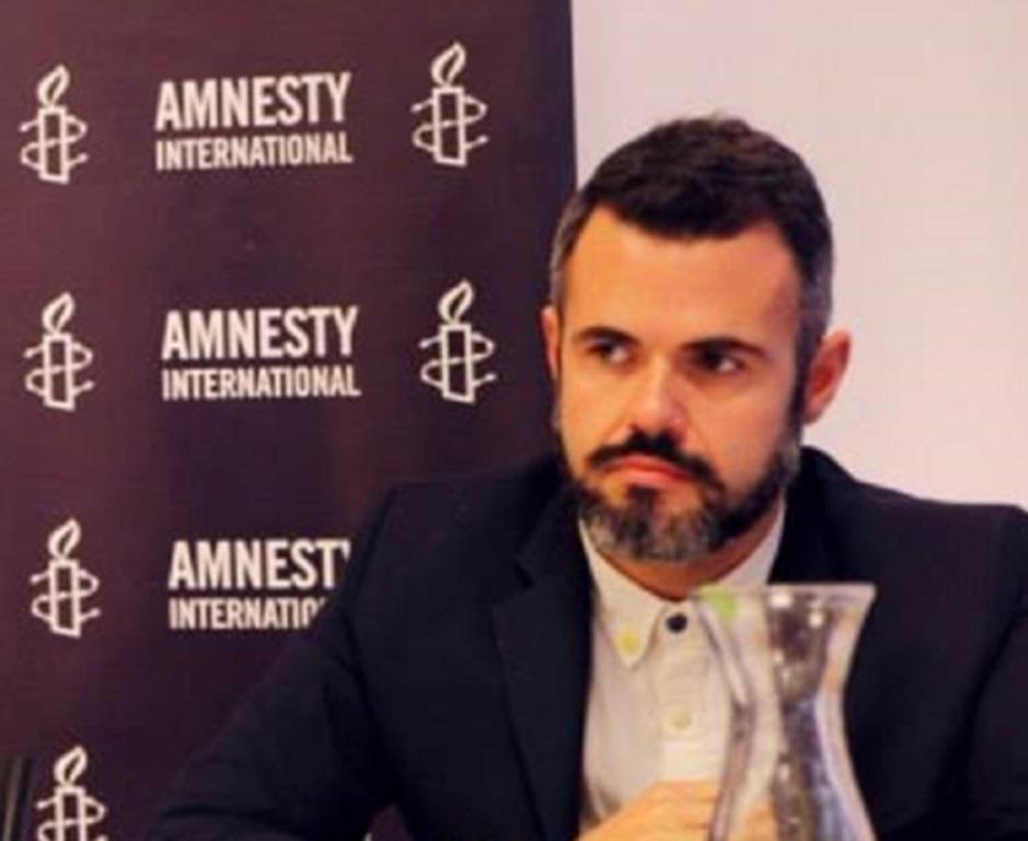 Marco Perolini je výskumník v regionálnej kancelárii Amnesty International pre Európu a strednú Áziu v Londýne. Venuje sa problematike diskriminácie, vrátane islamofóbie, zločinom z nenávisti a diskriminácii voči rómskemu obyvateľstvu. V súčasnosti dokumentuje porušenia ľudských práv v kontexte zákonov a politík namierených proti terorizmu. Študoval sociálne vedy a ľudské práva. Foto – Amnesty